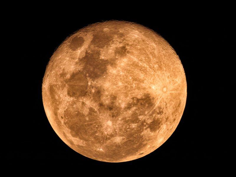 พระจันทร์เต็มดวง